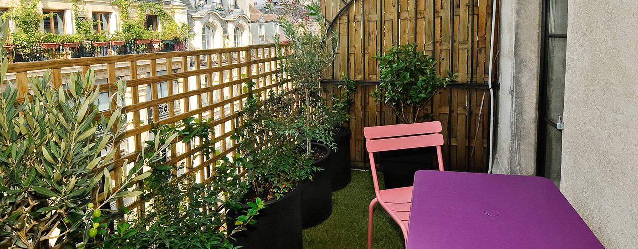 Petit Nid Parisien: Terrasse de style  par Marion Rocher, Moderne