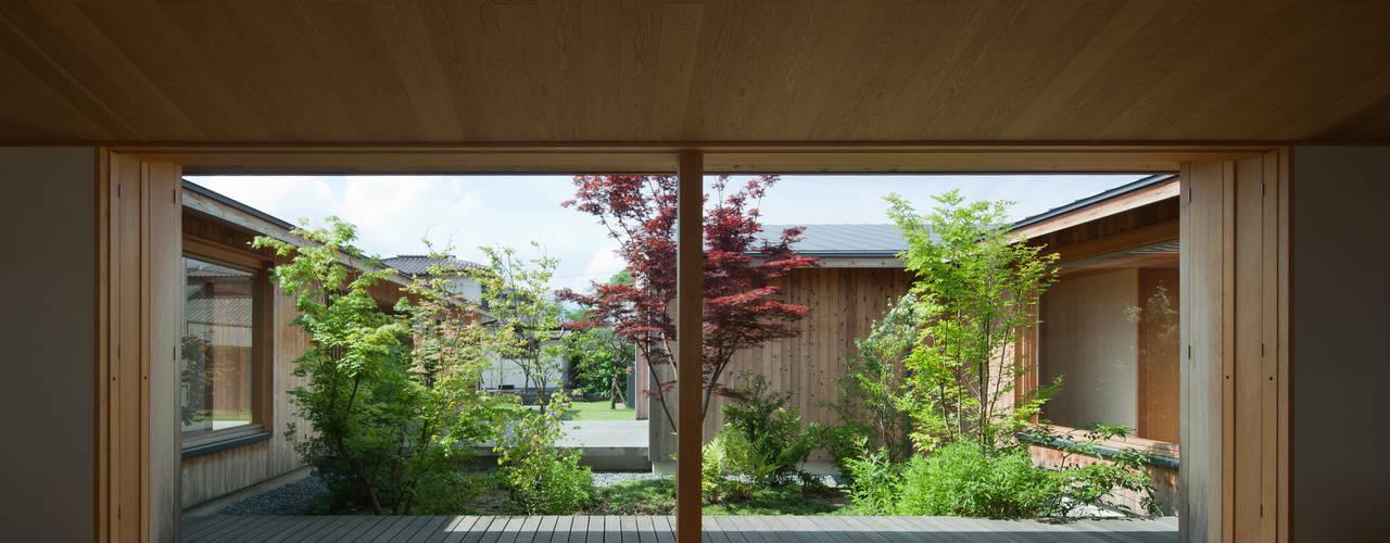 居間・食堂: classが手掛けた庭です。