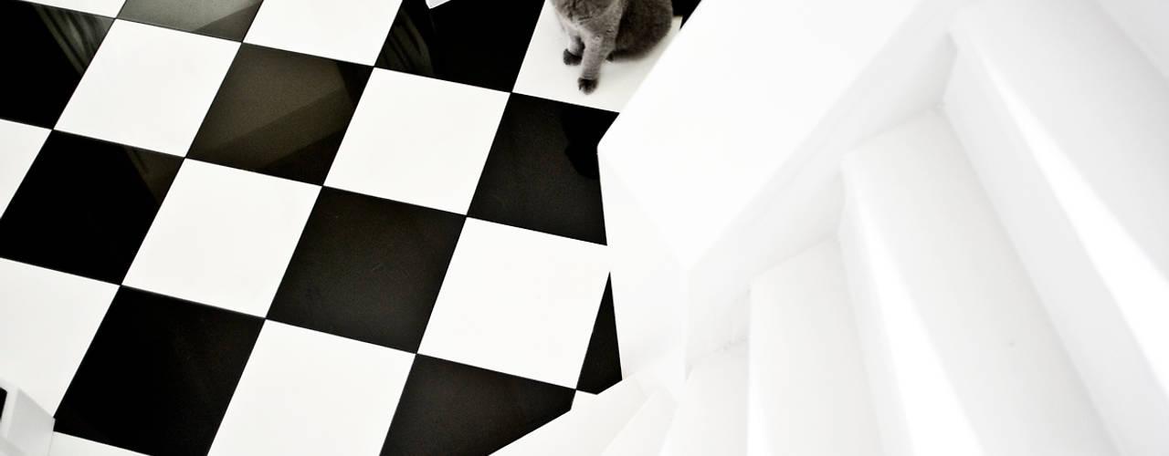 Scandinavian style corridor, hallway& stairs by Miśkiewicz Design Scandinavian