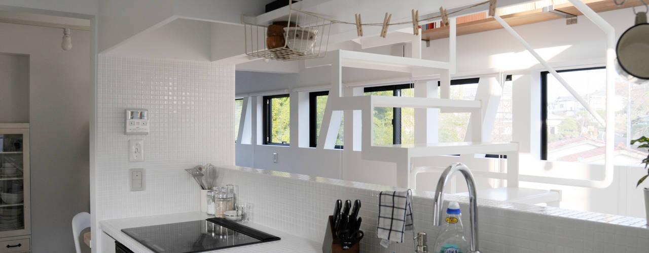 2階子世帯のキッチン: 株式会社小島真知建築設計事務所 / Masatomo Kojima Architectsが手掛けたキッチンです。