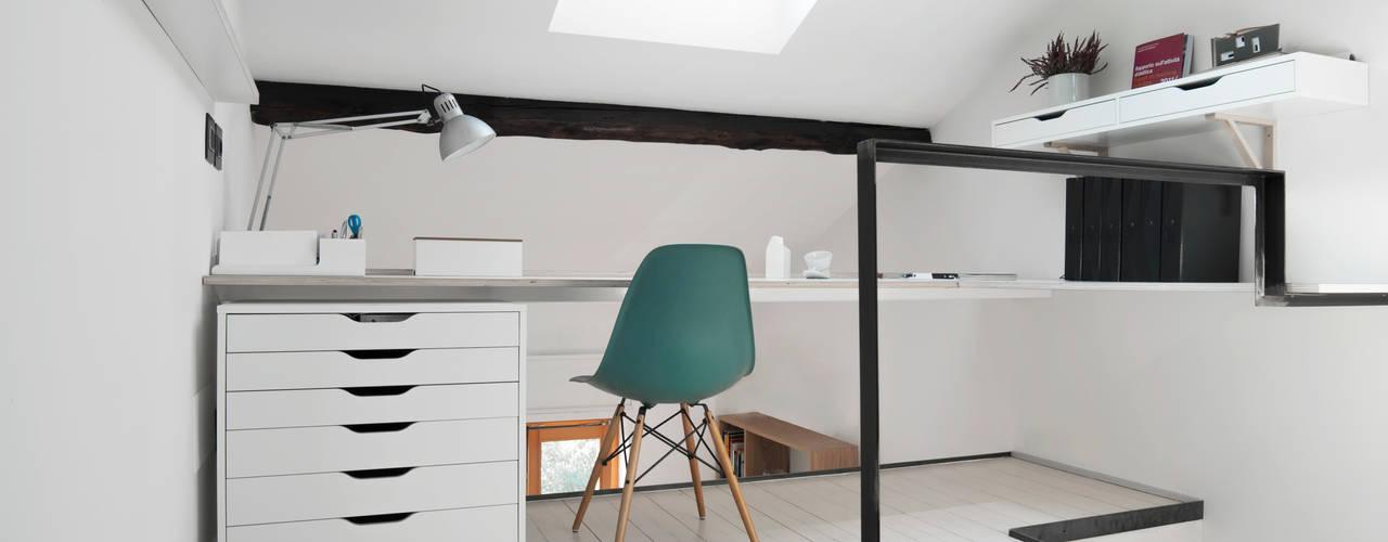 Ruang Studi/Kantor Minimalis Oleh PLUS ULTRA studio Minimalis