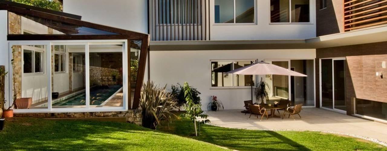 Casa no Campeche: Jardins  por Espaço do Traço arquitetura