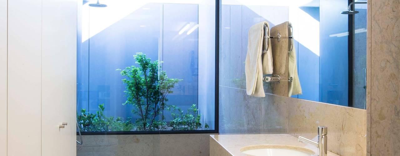 Casa JD Casas de banho modernas por Atelier Lopes da Costa Moderno