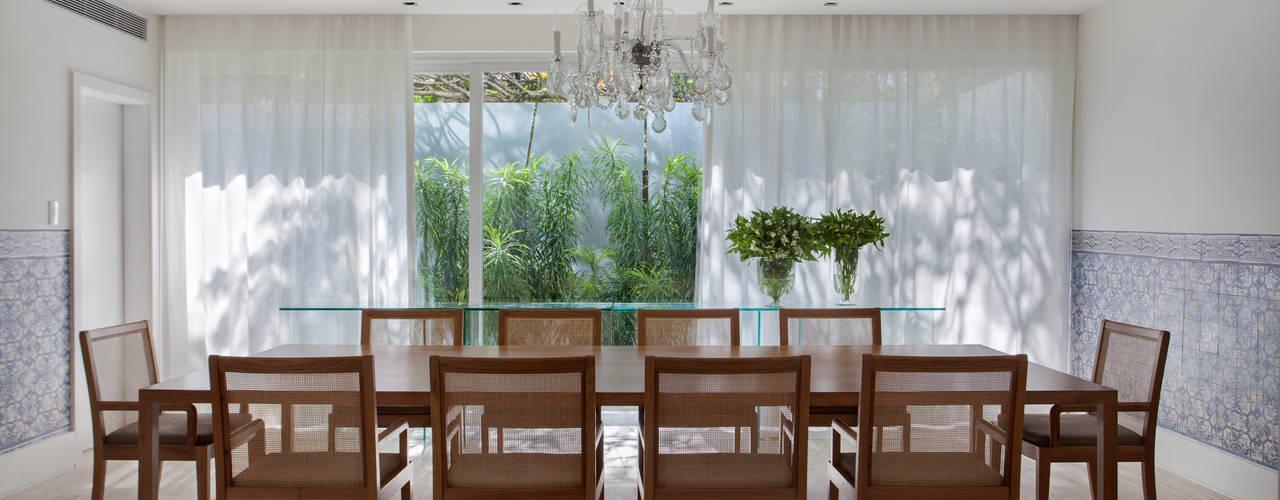 Comedores de estilo  por Gisele Taranto Arquitetura
