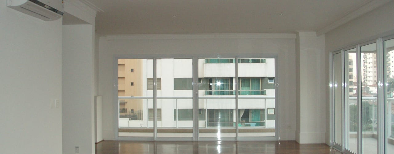 Apartamento Colorido - Antes: Salas de estar clássicas por Brunete Fraccaroli Arquitetura e Interiores
