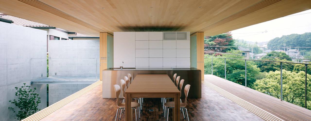 緑山の家: 栗原隆建築設計事務所が手掛けたリビングです。,モダン