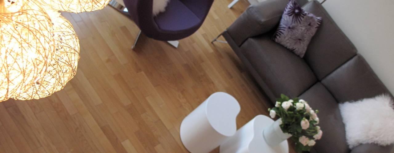 Salas / recibidores de estilo  por Tout Simplement Déco, Moderno