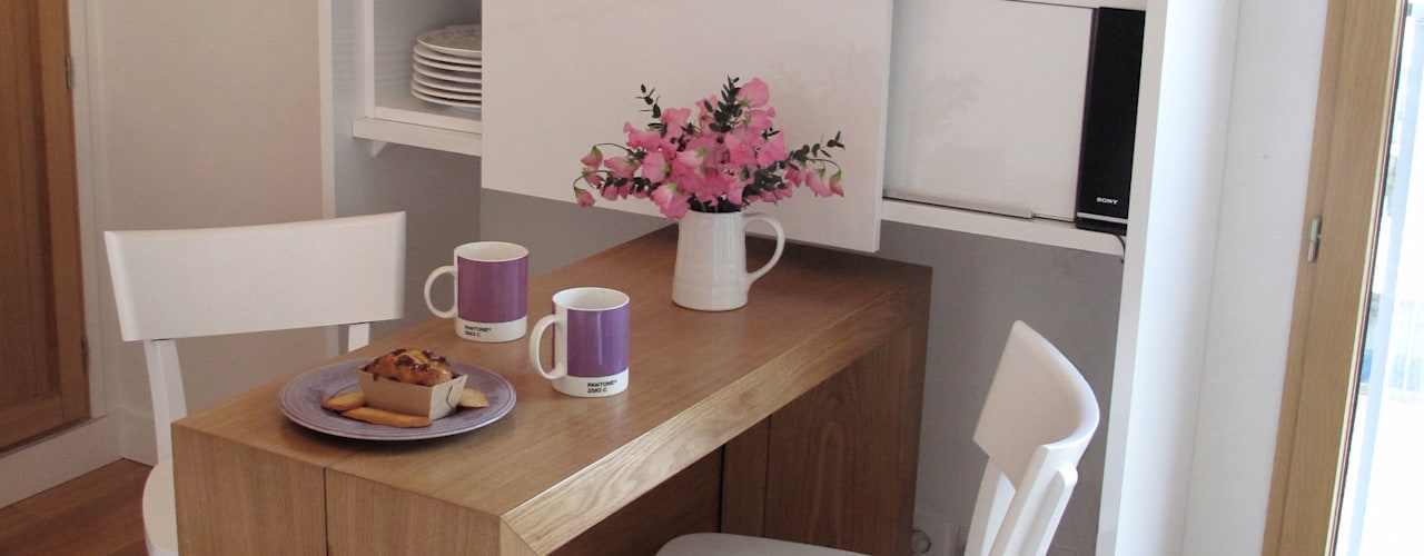 L'espace repas aménagé:  de style  par Tout Simplement Déco