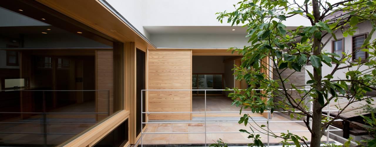 Modern Garden by 根岸達己建築室 Modern