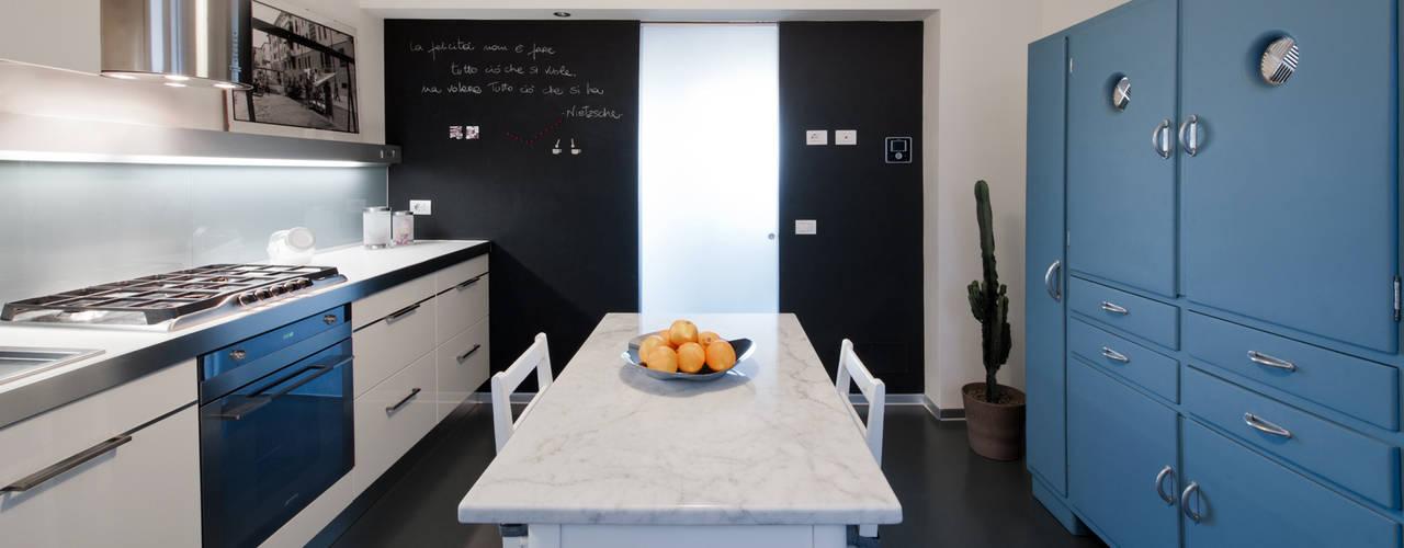 Cocinas de estilo moderno de Archifacturing Moderno