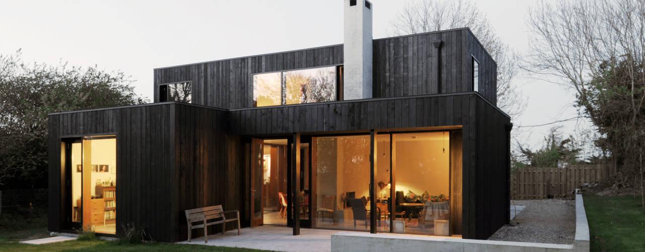 Rumah oleh Dow Jones Architects, Minimalis