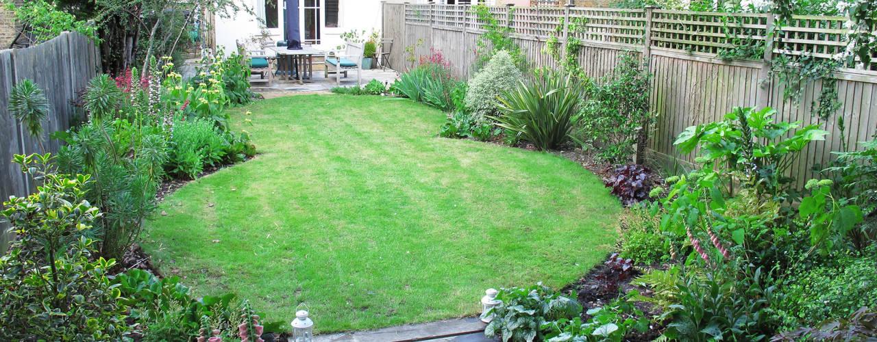 Garden with Oval Lawns Fenton Roberts Garden Design Kolonialer Garten