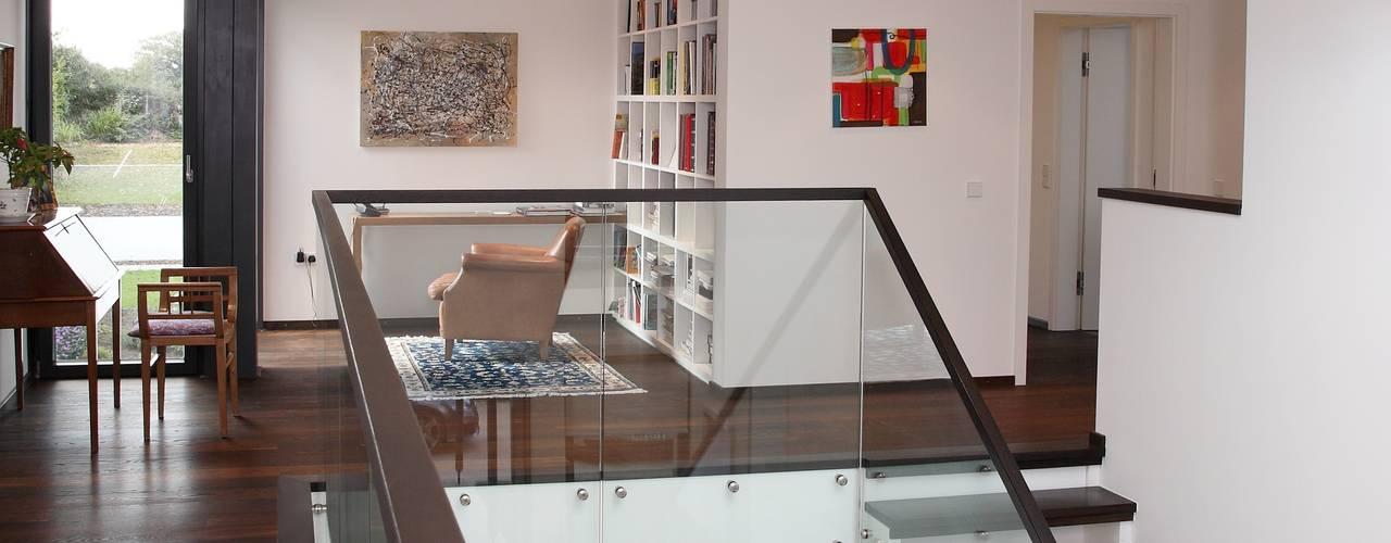Radlett house Pasillos, vestíbulos y escaleras modernos de Tye Architects Moderno