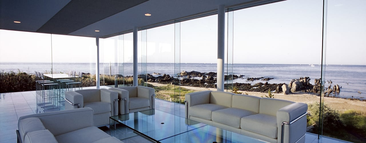 ガラス建築 モダンデザインの リビング の 近藤博史建築設計事務所 モダン