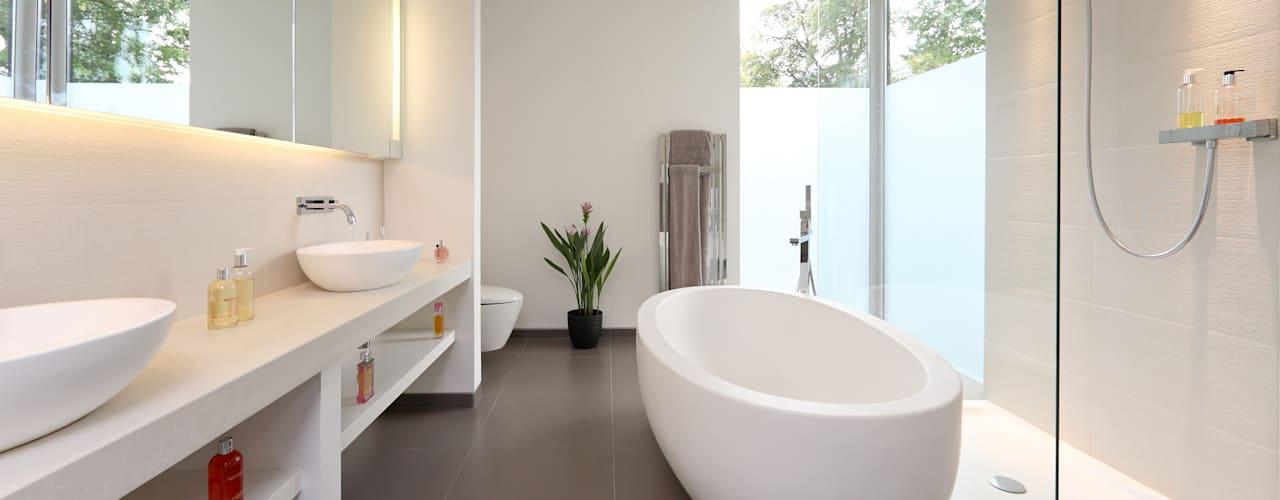 ​Brixham House Tye Architects Modern bathroom