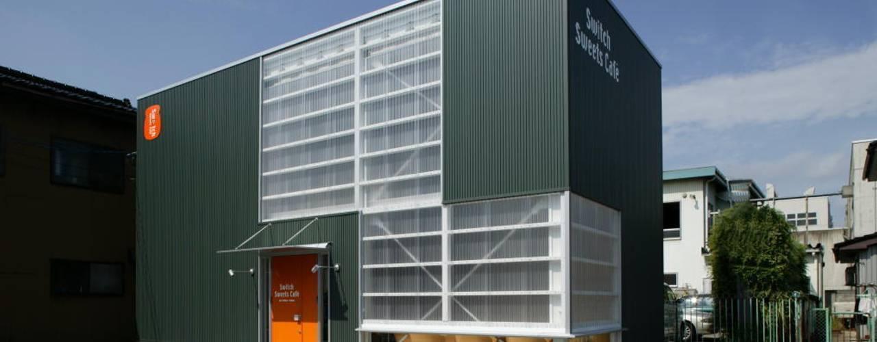スイッチする空間: ツカ・デザインスタヂオ一級建築士事務所が手掛けた商業空間です。