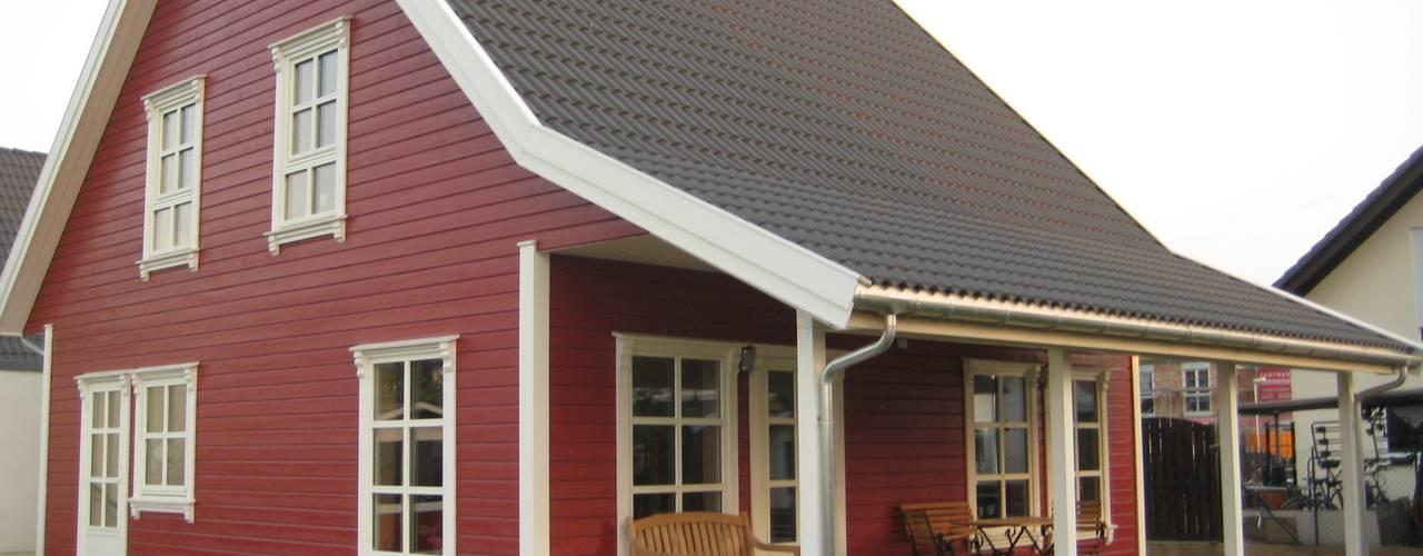 Maisons de style  par Akost GmbH  'Ihr Traumhaus aus Norwegen', Scandinave