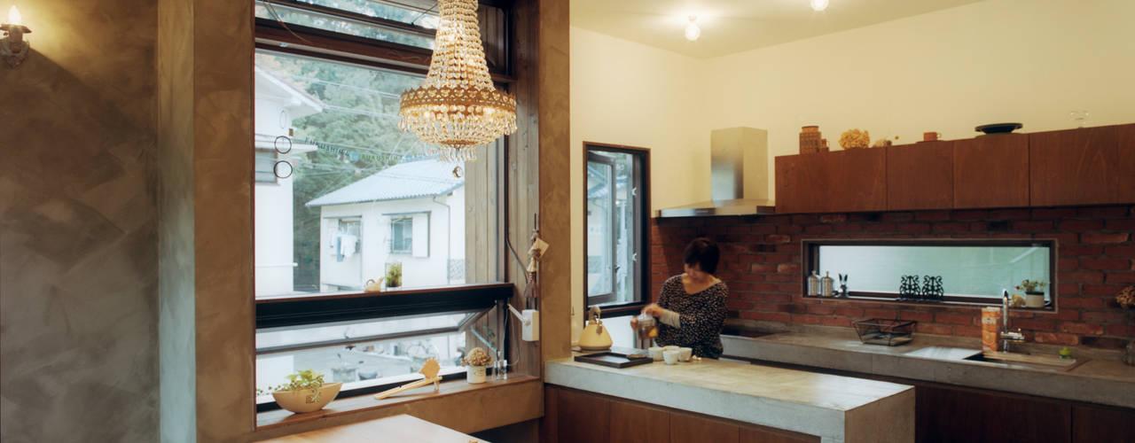 ダイニング・キッチン: 井村建築設計が手掛けたキッチンです。
