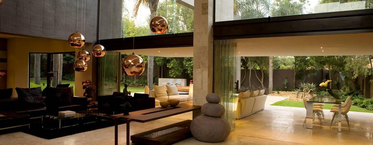 Living room by Nico Van Der Meulen Architects , Modern