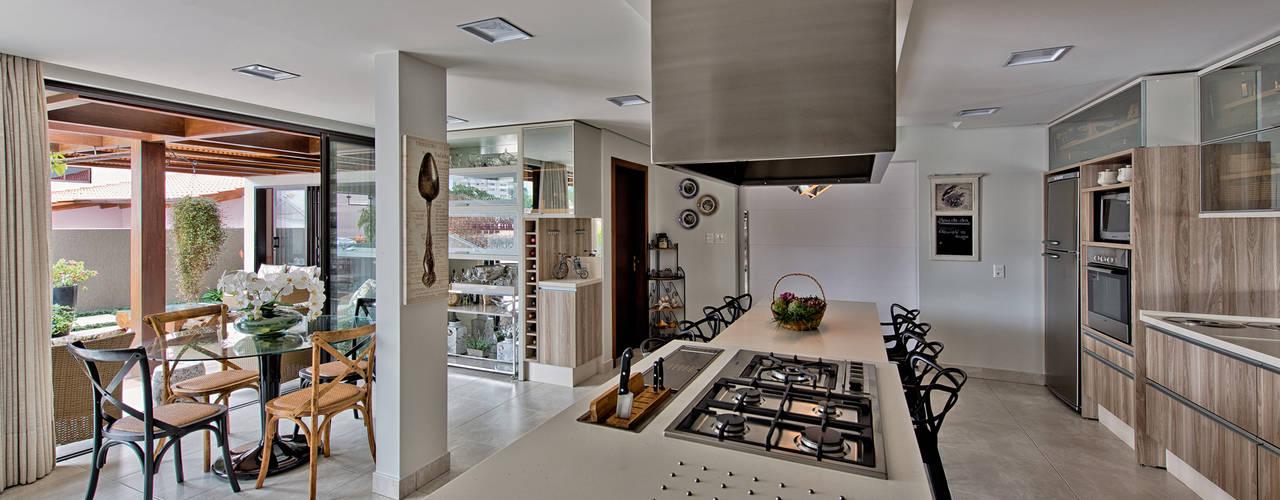 Cocinas modernas de Espaço do Traço arquitetura Moderno