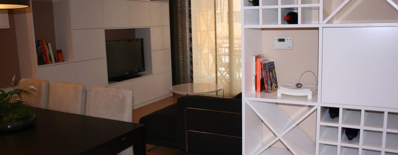 Salas / recibidores de estilo  por DEKMAK interiores
