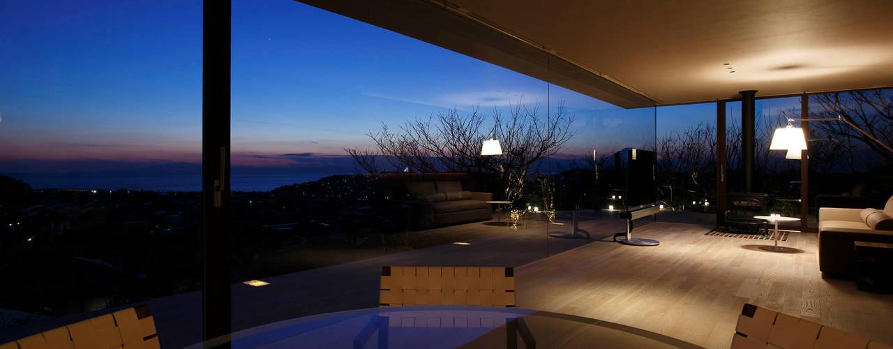 CASA BARCA | 海を眺める豪邸(別荘建築): Mアーキテクツ|高級邸宅 豪邸 注文住宅 別荘建築 LUXURY HOUSES | M-architectsが手掛けたリビングです。