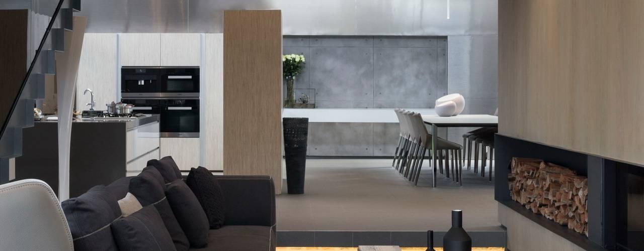 غرفة المعيشة تنفيذ Nico Van Der Meulen Architects ,