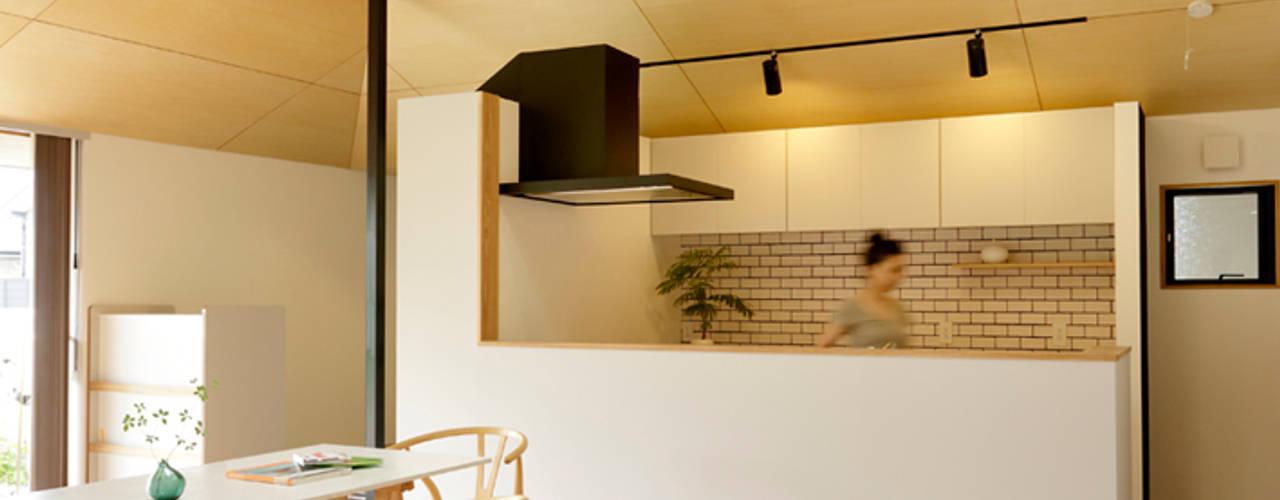 Salas de estilo  por 株式会社ミユキデザイン(miyukidesign.inc), Escandinavo