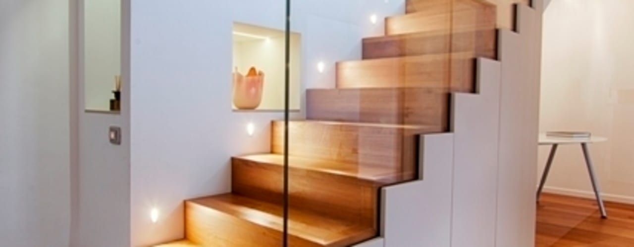 Couloir, entrée, escaliers modernes par ARCHITETTO ALESSANDRO PASSARDI Moderne