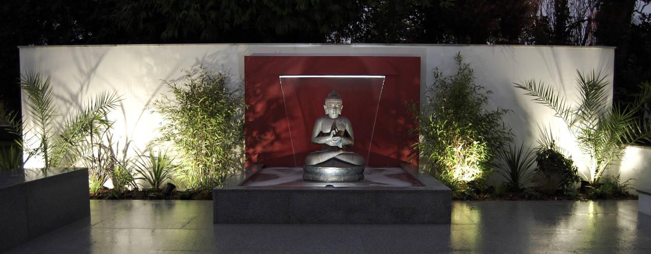 Сады в . Автор – Robert Hughes Garden Design, Модерн