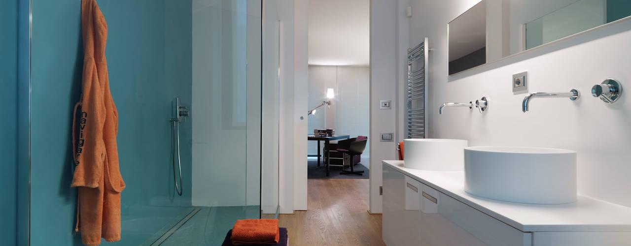 Spazi ritrovati: Bagno in stile  di studio antonio perrone architetto