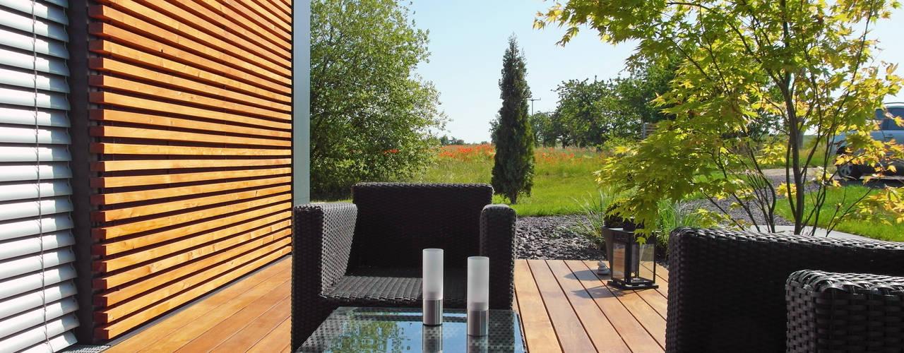 Balkon, Beranda & Teras Modern Oleh smartshack Modern