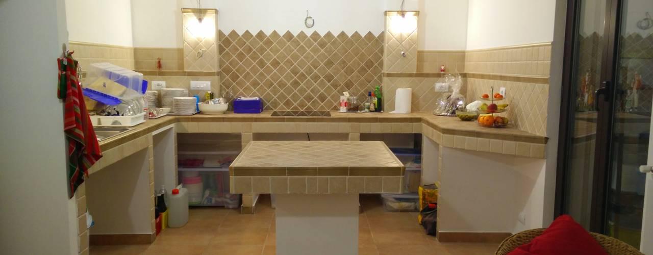 ristrutturazione: da garage a rustico: Cucina in stile  di Francesca Ianni architetto