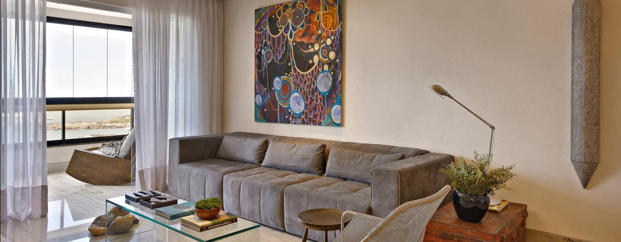Apartamento Prainha: Salas de estar  por Coutinho+Vilela