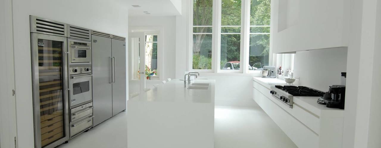Moderne Keukens:  Keuken door Designed By David