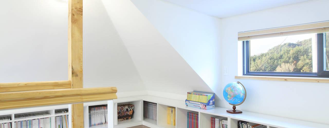Dormitorios de estilo  por 주택설계전문 디자인그룹 홈스타일토토,