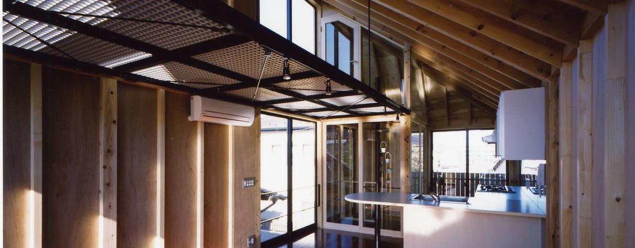 狭小ローコスト住宅: スタジオ4設計が手掛けたリビングです。,オリジナル