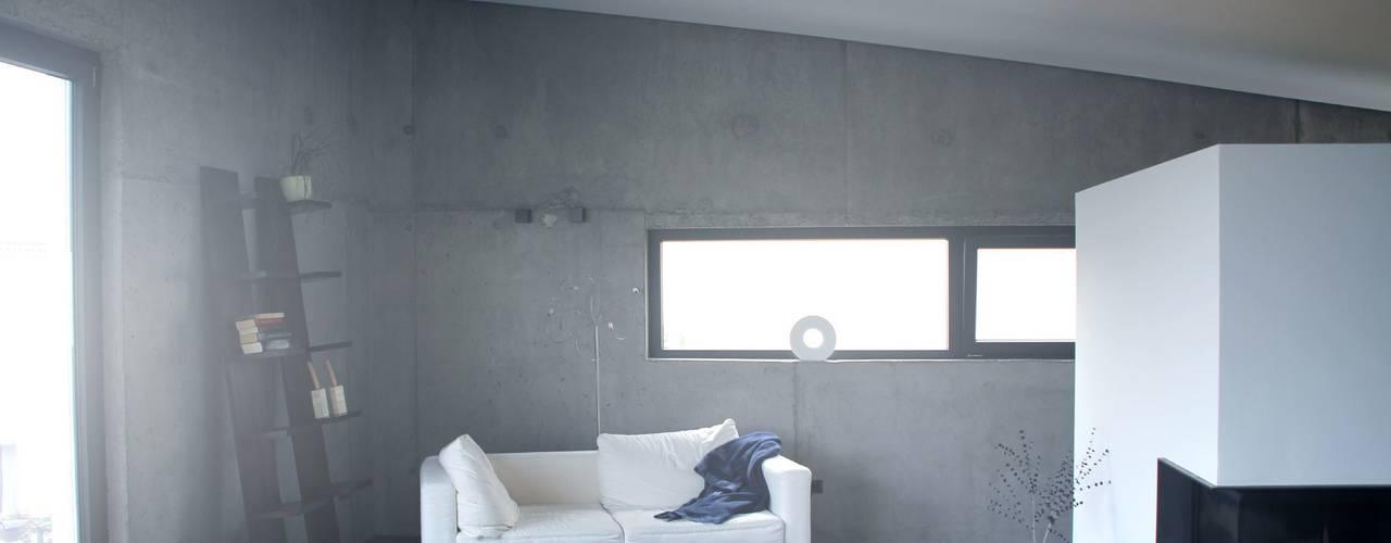 Minimalistische woonkamers van di architekturbüro Minimalistisch
