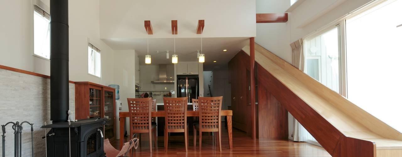 すべり台の家: 一級建築士事務所あとりえが手掛けたダイニングです。