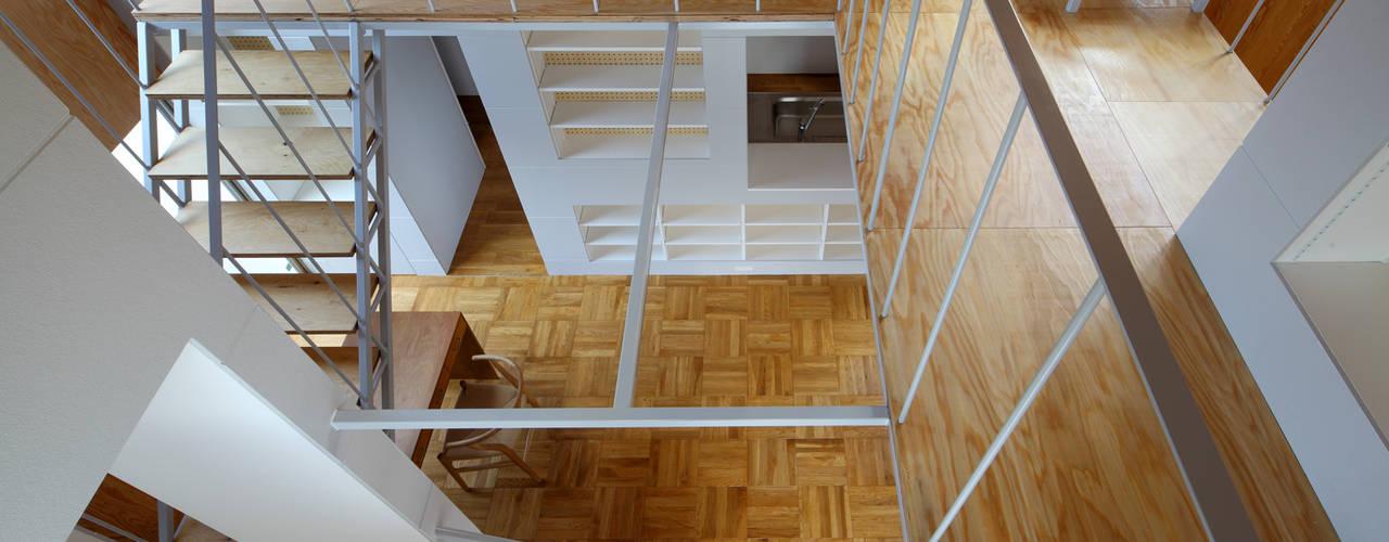 A of 4C: アトリエ ヴォイド・セット一級建築士事務所が手掛けた廊下 & 玄関です。