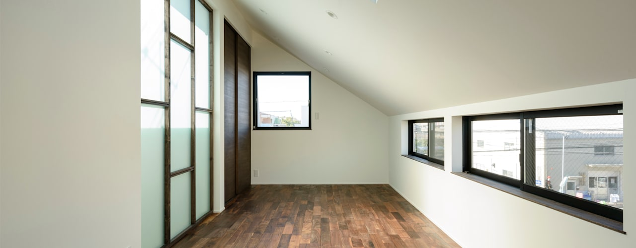 子供部屋(北側斜線のため斜め天井): H建築スタジオが手掛けた子供部屋です。
