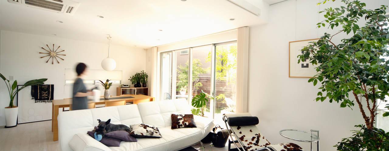 现代客厅設計點子、靈感 & 圖片 根據 H建築スタジオ 現代風