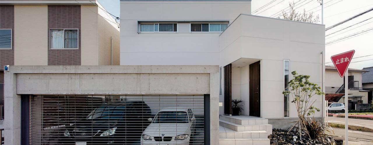 Casas de estilo moderno por H建築スタジオ