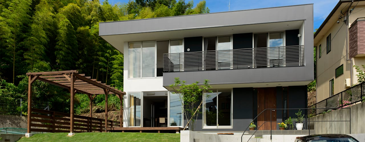 丘に建つハコ モダンな 家 の H建築スタジオ モダン