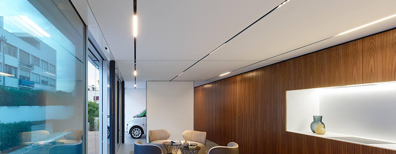 Livings modernos: Ideas, imágenes y decoración de WERNER SOBEK Moderno