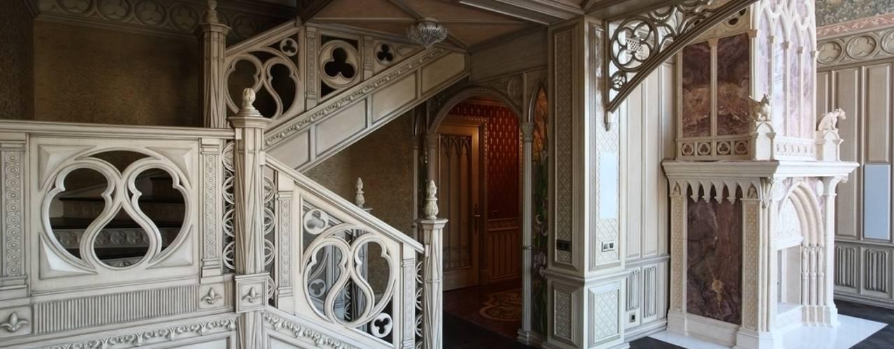 Лестница в гостиной:  в . Автор – Студия Анны Куликовой и Павла Миронова