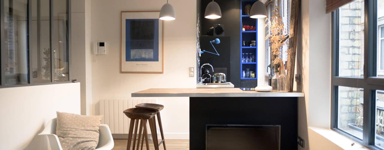 2 pièces de 28m2: Cuisine de style  par Atelier Grey, Moderne