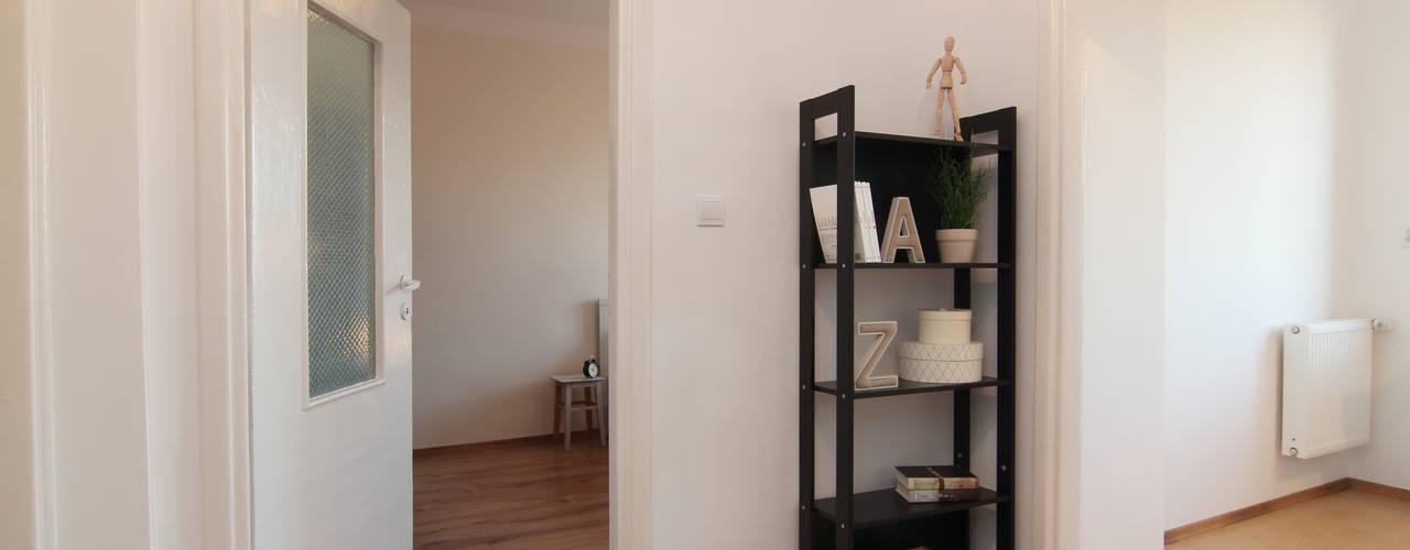 Scandinavian corridor, hallway & stairs by Better Home Scandinavian