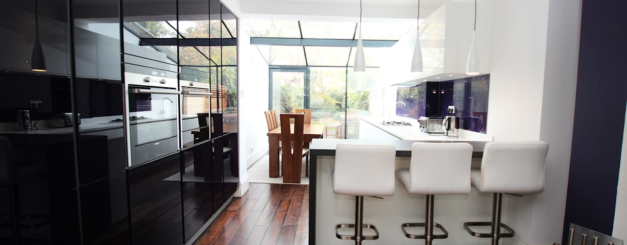 Purple gloss glass with white gloss lacquer kitchen units: modern Kitchen by LWK Kitchens