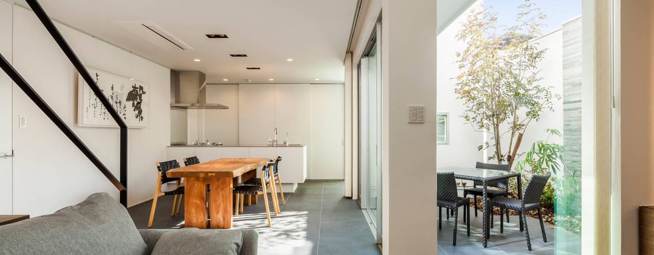 Salas de jantar modernas por 株式会社細川建築デザイン Moderno